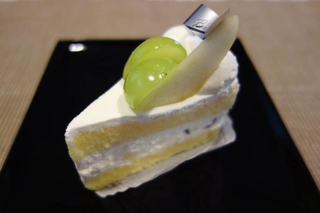 洋梨とぶどうのショートケーキ@シェリーブラン